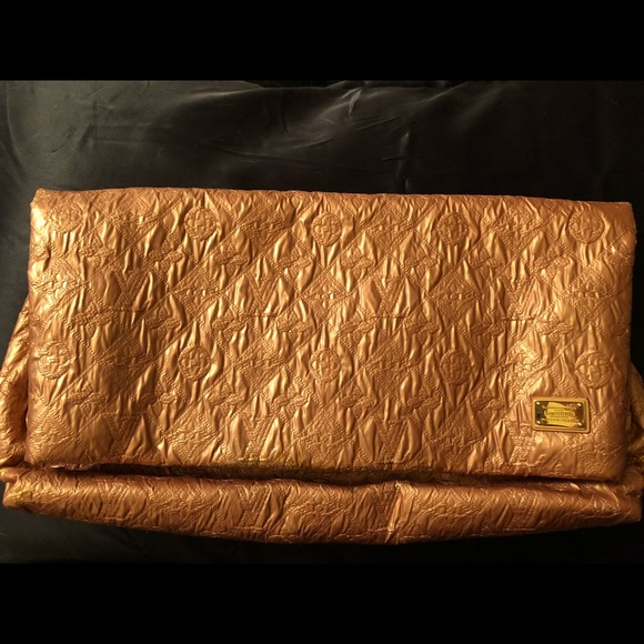 2f30210e474f Louis Vuitton Handbags - Louis Vuitton limited Edition limelight clutch.